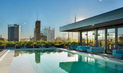 Weltstädtisch. Blick von der Dachterrasse des Modehauses Dsquared2 auf die neue Skyline von Porta Nuova. / Bild: (c) Ceresio7