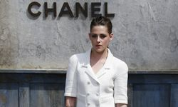 Actress Kristen Stewart poses during a photocall before the Haute Couture Fall Winter 2013/2014 fashion show for French fashion house Chanel in Paris / Bild: (c) REUTERS (� Gonzalo Fuentes / Reuters)