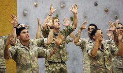 Prinz Harry führte Maori-Kriegertanz auf  / Bild: Reuters