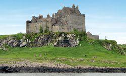 Spektakulär. Schloss Duart Castle thront auf der Insel Mull, einem Eiland der Inneren Hebriden, auf den Felsen – Schottland at its best. / Bild: (c) Dagmar Krappe