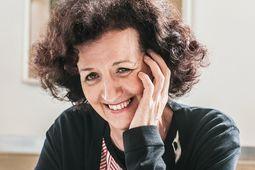 Froh. Theater gibt der Sprache Sinnlichkeit, sagt Maja Haderlap – und sie freut sich auf die Uraufführung. / Bild: (c) Christine Pichler