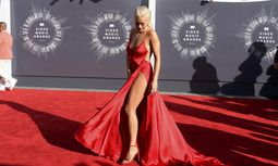 Rita Ora arrives at the 2014 MTV Music Video Awards in Inglewood