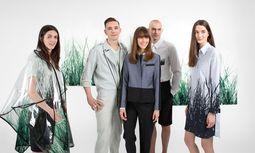 Expo. Peter Hol-zinger und Dragana Rikanovic entwarfen die Dressen der österreichischen Expo-Mitarbeiter. / Bild: (c) Beigestellt
