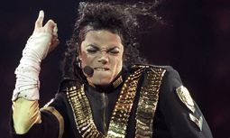 File photo shows singer Michael Jackson performing a song during a concert from his Dangerous world tour in Sao Paulo / Bild: (c) Reuters (STRINGER)