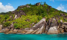 Geschliffen. Granitrücken prägen die Küsten der Trauminseln. / Bild: (c) 3sixtyluxury