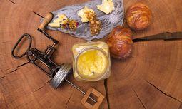 Show. Die Butter wird im Tannenhof in St.Anton erst bei Tisch geschlagen.  / Bild: (c) Birgit Koell
