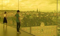 Blick von dem begehbaren Panoramaring auf dem Dach des Kunstmuseums Aros.   / Bild: Imago