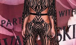 Kendall Jenner shows off her dress as she arrives on the red carpet at the MuchMusic Video Awards (MMVA) in Toronto / Bild: (c) imago/APress (imago stock&people)