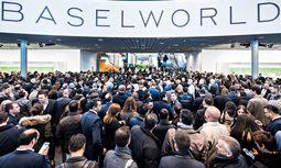 Interesse. Die Weltmesse für Uhren und Schmuck in Basel erfreut sich stets größten Interesses.  / Bild: (c) Beigestellt