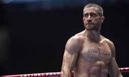 """Schläge. Jake Gyllenhaal spielte alle Szenen in """"Southpaw"""" selbst, bekam einiges ab, bereut aber nichts. / Bild: (c) Tobis Film"""