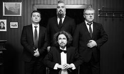 Der Russian Gentleman Club: Georgij Makazaria, Roman Grinberg, Aliosha Biz, Alexander Shevchenko (von oben, im Uhrzeigersinn). / Bild: (c) RGC