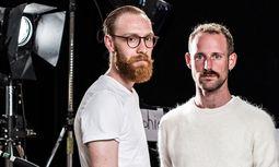 Ichs ausleuchten. Videokünstler Jonas Link (links) und Bühnenbildner Peter Baur im Arsenal.  / Bild: (c) Christine Pichler