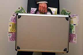 Aktenkoffer voll mit Euroscheinen / Bild: (c) BilderBox (BilderBox.com / Erwin Wodicka)