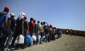 Hunderttausende Flüchtlinge haben in diesem Jahr bereits Europa über gefährliche Wege erreicht. Doch die EU-Länder können sich nicht auf gemeinsame Lösungen einigen. / Bild: (c) APA/EPA/VASSIL DONEV (VASSIL DONEV)