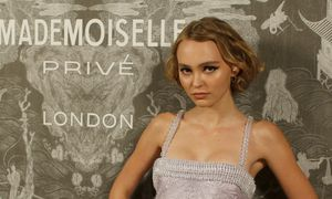 Lily-Rose Depp poses for photographers at the Chanel ´Mademoiselle Prive´ exhibition, in London. / Bild: (c) REUTERS (PETER NICHOLLS)