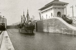 1914 Panama Canal US Tender Severn entering the middle east chamber of the Gatun locks The Severn
