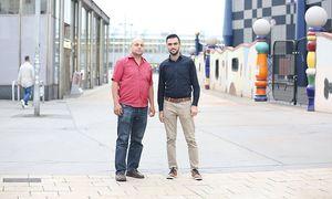 Saleh Yassin und Mohammed Hisham Hawat (v. l.) wollen sich noch immer selbstständig machen. / Bild:  Stanislav Jenis / Die Presse