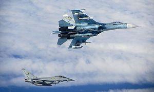 Britische Typhoon und russische Su-27 Flanker, Juni 2014 / Bild: MoD/RAF