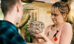 Hedi Schneider (Laura Tonke) führt ein durchschnittliches Familienleben. Bis sie in eine Angststörung schlittert. / Bild: (c) Polyfilm