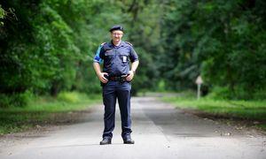 Polizist Daniel Jahn im Einsatz an der ungarisch-serbischen Grenze. / Bild: (c) Die Presse/Clemens Fabry