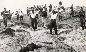 Gefangennahme von republikanischen Milizionären durch nationalistische Truppen Francos an der Somosierra- Front, Nordspanien. Fotografie, 1936. / Bild: Anonym / Imagno / picturedesk.com