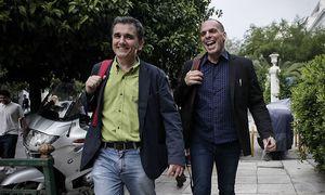 Ex-Finanzminister Varoufakis (r.) und sein Nachfolgar Tsakalotos / Bild: imago/ZUMA Press