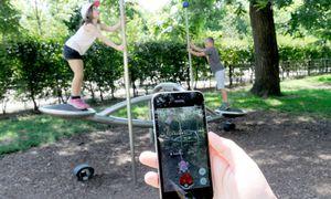 Pokémons werden in der ganzen Stadt gejagt, ob vor Sehenswürdigkeiten, in Parks oder rund um öffentliche Gebäude.  / Bild: Die Presse/Clemens Fabry