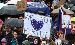 Am Trafalgar Square demonstrierten am Dienstag Briten für einen Verbleib. / Bild: APA/AFP/JUSTIN TALLIS