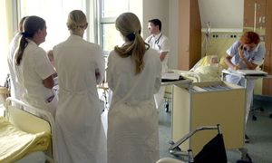 Junge Mediziner sehen in Österreich oft keine Zukunft für sich und wandern zunehmend ins Ausland ab. / Bild: (c) Fabry Clemens