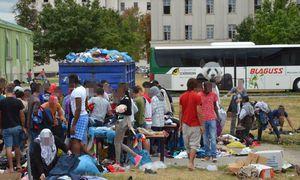 Das völlig überfüllte Flüchtlingslager Traiskirchen: Bis Freitag haben die Länder Zeit, neue Quartiere zu finden, dann will die Innenministerin diese Aufgabe selbst übernehmen.  / Bild: APA/EINSATZDOKU.AT