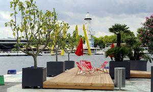 Die Liegestühle am Copa Beach stehen in konsumfreien Zonen.  / Bild: APA/HERBERT PFARRHOFER
