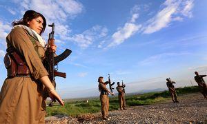 Kämpferinnen und Kämpfer der PDKI / Bild: (c) APA/AFP/SAFIN HAMED (SAFIN HAMED)