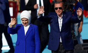 Der türkische Präsident Recep Tayyip Erdogan hielt in Istanbul eine Rede - begleitet von seiner Frau Emine. / Bild: (c) REUTERS (MURAD SEZER)