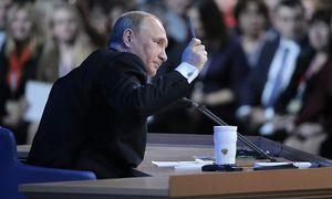 Wladimir Putin erklärt die Welt. / Bild: APA/EPA/MAXIM SHIPENKOV