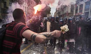 Frankreich versinkt im Chaos: Proteste und Streiks gegen die unbeliebte Arbeitsmarktreform legen seit Wochen das Land lahm. / Bild: (c) APA/AFP/JEAN-PHILIPPE KSIAZEK