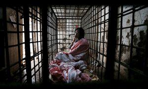 Der Chinese Zhao Xiaoyang leidet an einer psychischen Störung, seit 2001 muss er in einem Käfig leben.  / Bild: Reuters