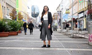 Ermina Alkan ist Geschäftsführerin des Haarshops Chaarmant in der Favoritenstraße nahe / Bild: Die Presse