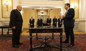 Griechenlands neuer Premier Alexis Tsipras (r.) am Montag bei seiner Angelobung in Athen. / Bild: REUTERS