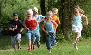 Laufende Kinder  / Bild: (c) Bilderbox