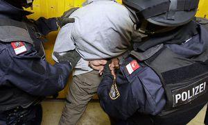 Symbolbild: Beamte der Wiener Wega bei einem Einsatztraining / Bild: APA/HANS KLAUS TECHT