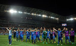 """""""Hu! Hu! Hu!"""" Das Jubelritual der isländischen Fußballer ist ein Schauspiel. Der Fanverband Tolfan (die Zwölf) hat es vor einigen Jahren initiiert. / Bild: (c) APA/AFP/BERTRAND LANGLOIS"""
