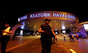 Großeinsatz am Flughafen Istanbul. / Bild: (c) Reuters