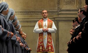 "Jude Law gibt den fiktiven Papst in ""The Young Pope"". Ab 21. Oktober auf Sky Atlantic, Sky Ticket und Sky Go. / Bild: (c) Wildside/Haut et Court TV/Mediapro/Sky"