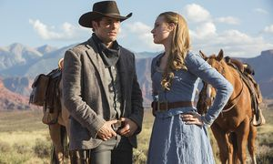 Können sich Androiden verlieben? James Marsden als Revolverheld Teddy und Evan Rachel Wood als schöne Farmerstochter Dolores in ''Westworld'' / Bild: (c) HBO/JOHN P JOHNSON