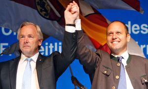Gerhard Dörfler und Kurt Scheuch / Bild: (c) dapd (Gert Eggenberger)