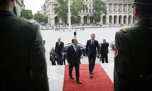 Bundeskanzler Christian Kern (r.) besuchte Ungarns Premier, Viktor Orbán, in Budapest.   / Bild: (c) APA/BKA/ANDY WENZEL (ANDY WENZEL)