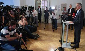 """""""Ende September werden wir das wiederholen"""": Alexander Van der Bellen bei einer Pressekonferenz nach dem VfGH-Urteil. / Bild: APA/HELMUT FOHRINGER"""