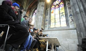 Neun &#34;identitre Wiener&#34; besetzen Votivkirche / Bild: (c) APA/HERBERT PFARRHOFER