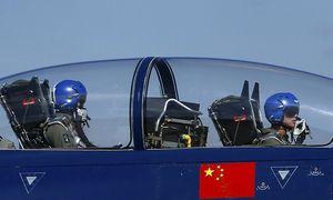 China und Russland machen rüstungstechnisch Boden gut, analysiert das IISS in London. Im Bild ein chinesischer J-10-Jet bei einer Flugschau. / Bild: (c) REUTERS