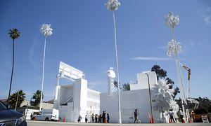 Das ''Pacific Sunset Motel'' in Los Angeles wurde weiß angemalt. / Bild: (c) APA/EPA (EUGENE GARCIA)